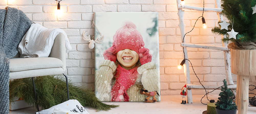 Christmas Gifts 2020: 4 Reasons to Choose Christmas Wall Art. Christmas canvas print featuring photo of little girl.