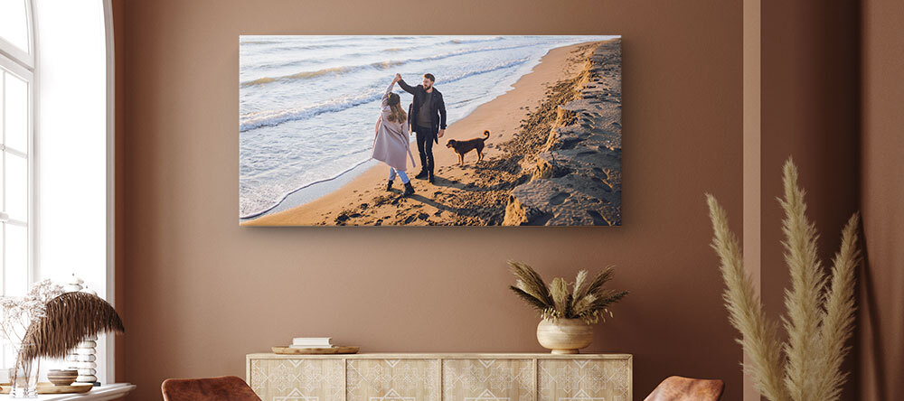 Choosing Large Canvas Prints - How to Get It Right. Large size canvas print of a couple by the sea.