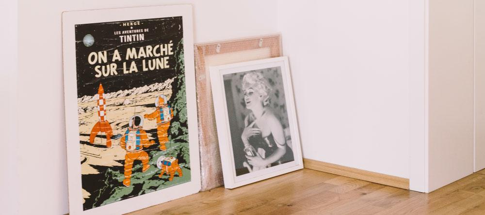 Was ist der Unterschied zwischen einem Poster und einer Leinwand. Vintage Poster, Leinwand und gerahmtes Foto.