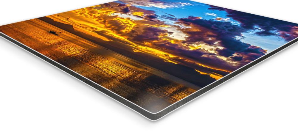 What is an aluminium print. Side view of aluminium composite panel.