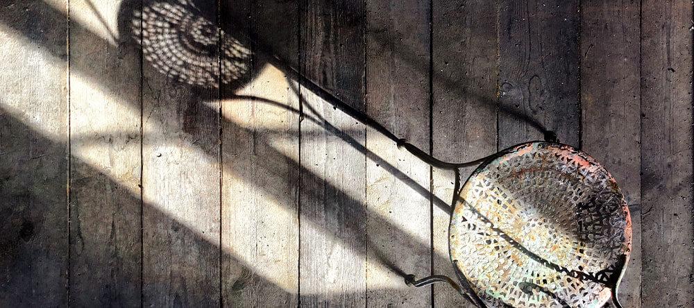 houten vloer met schaduwen